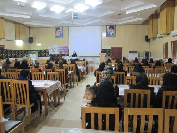 همایش آسیب های اینترنتی و رسانه ای ویژه اولیای دانش اموزان دبیرستان ایراندخت