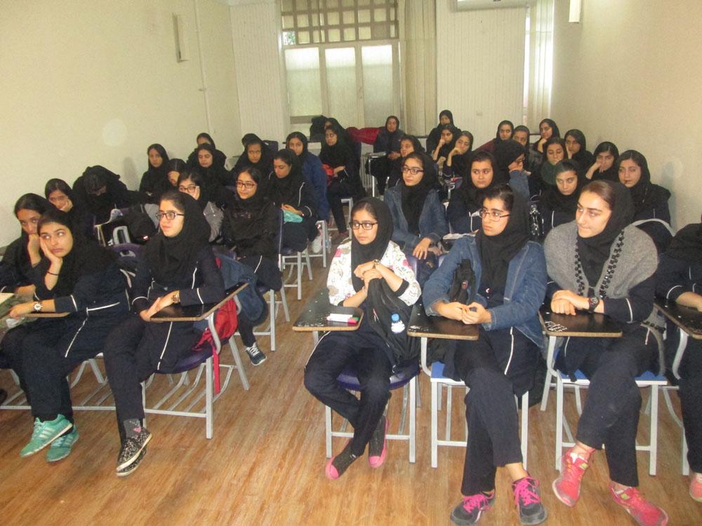اموزش مهارت های زندگی با حضور کارشناس مشاور نیروی انتظامی