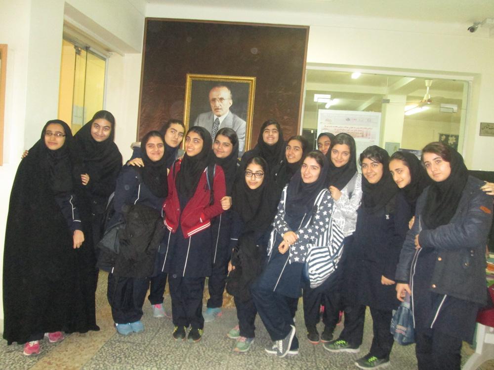 بازدید دانش آموزان از بنیاد حریری بابل
